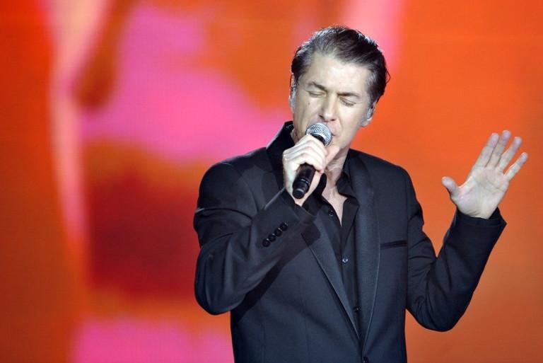 Le chanteur Etienne Daho révèle avoir failli mourir.