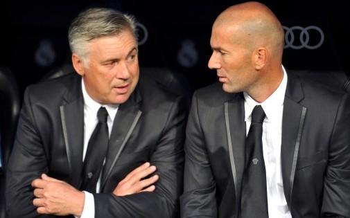 Carlo Ancelotti et Zinedine Zidane sur le banc du Real Madrid