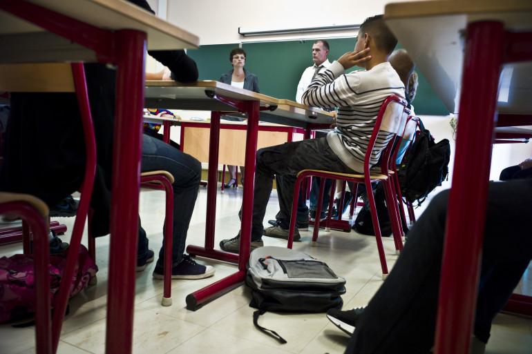 Des élèves font leur rentrée scolaire le 2 septembre 2010 au collège Jean de Verrazan de Lyon (archives)