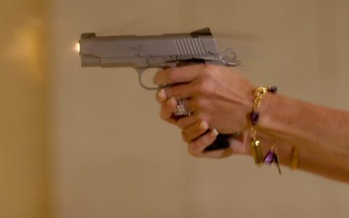 Une femme tire avec son pistolet, en Floride, en octobre. (illustration)