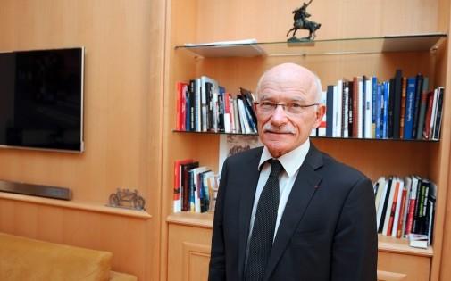 Le maire de Metz Dominique Gros dans son bureau le 13 novembre 2013.