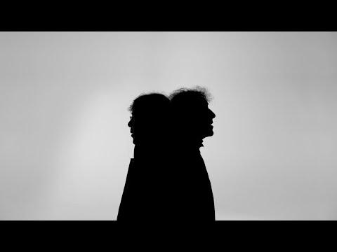 Alain Souchon et Laurent Voulzy - Derrière les mots (Clip officiel)