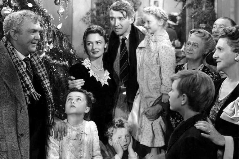 """James Stewart (centre) dans """"La Vie est belle"""" de Frank Capra"""