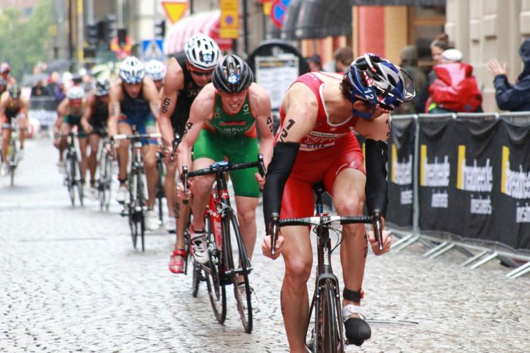 Des cyclistes à l'occasion d'un triathlon (2)