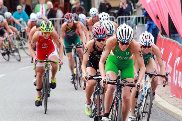 Des cyclistes à l'occasion d'un triathlon