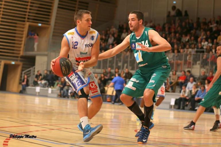 Basket UTBM Paulius Morkeliunas (à gauche)