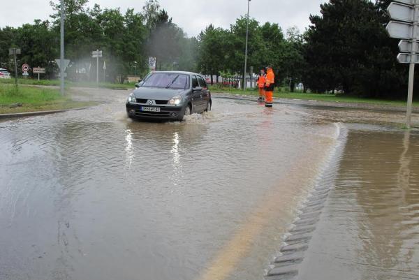 Inondation de la rocade d'Amboise hier (photo La Nouvelle République)