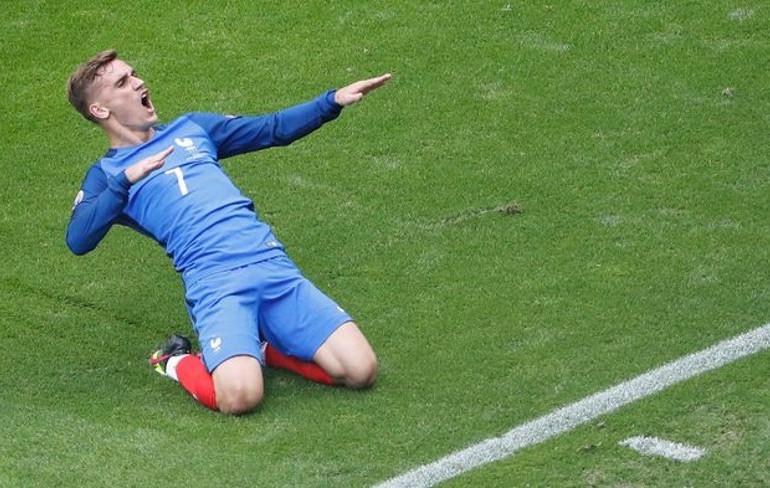 Victoire des bleus grâce à un doublé de Griezmann face à l'Irlande, en huitième de finale de l'Euro.