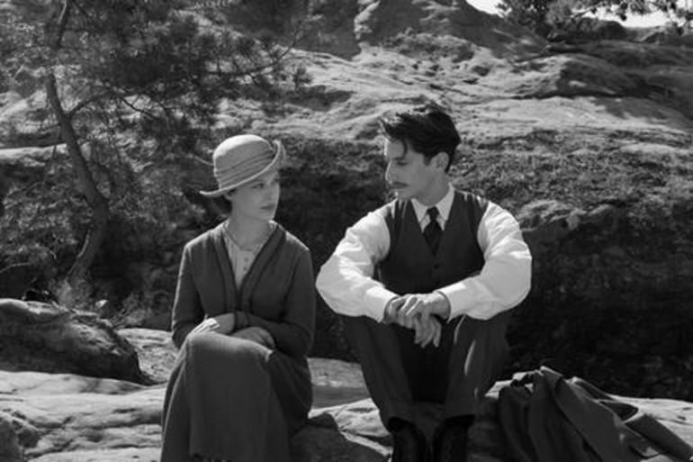 """Paula Beer et Pierre Niney à l'affiche de """"Frantz"""", le nouveau film de François Ozon, en salles le 7 septembre."""