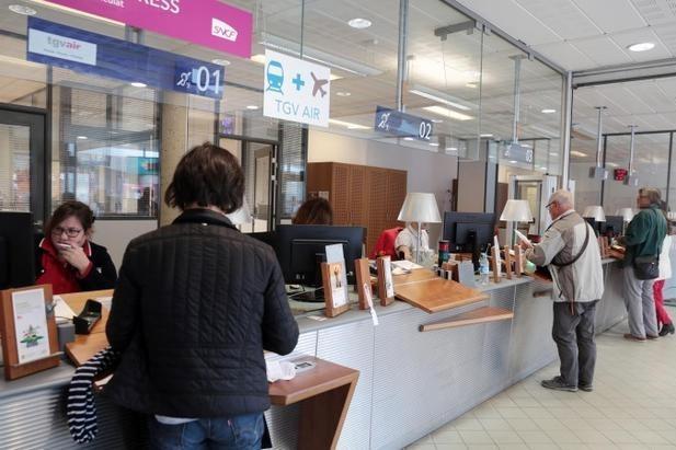 Guichets SNCF en gare de Saint-Pierre des Corps (photo NR Hugues Le Guellec)