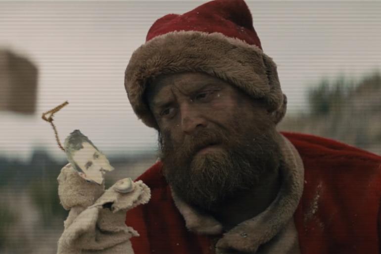 """Dans """"Dirt Sledding"""", de The Killers, le Père Noël se fait malmener"""