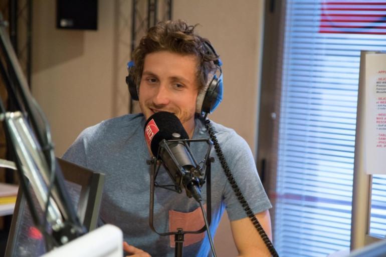 Baptiste Lecaplain dans les studios d'RTL2