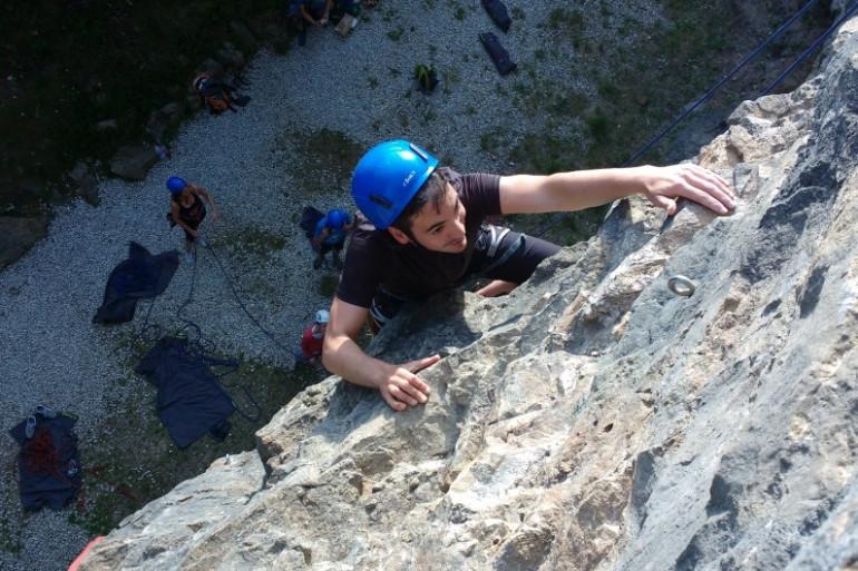 La Verticale offre des sorties d'escalade sur les falaises de la carrière de Saint-Coux cet été.