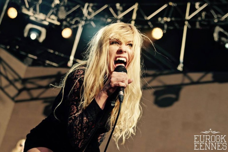 Elin Larsson, chanteuse de Blues Pills, sur la scène de la Loggia aux Eurockéennes