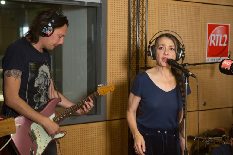 Catherine Ringer en session dans les studios de RTL2