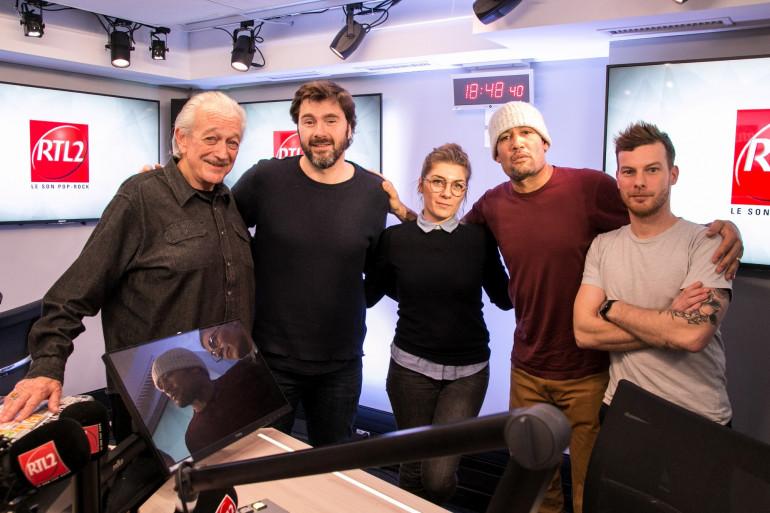 Ben Harper et Charlie Musselwhite en compagnie de l'équipe du #DriveRTL2 dans les studios de RTL2