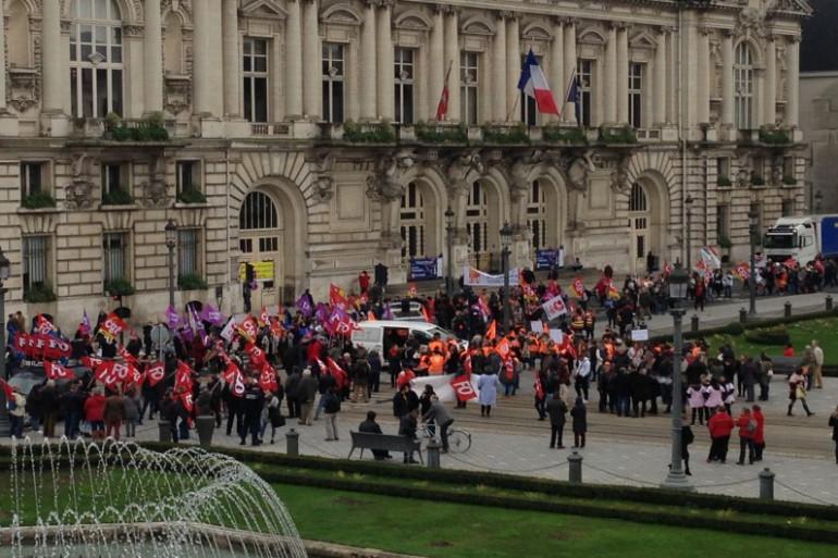 Nouvelle manifestation des personnels des Ehpad à Tours, aux côtés des retraités.