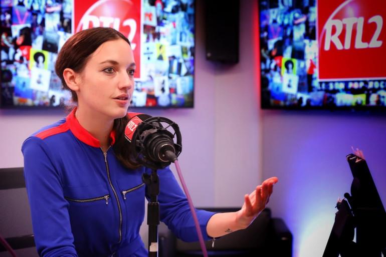 Jain dans les studios de RTL2