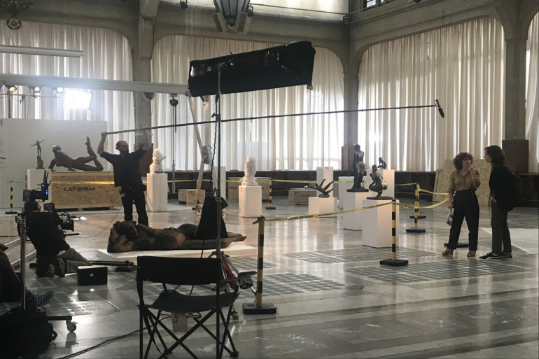 Une partie du tournage a eu lieu dans la mairie de Lille, une première.
