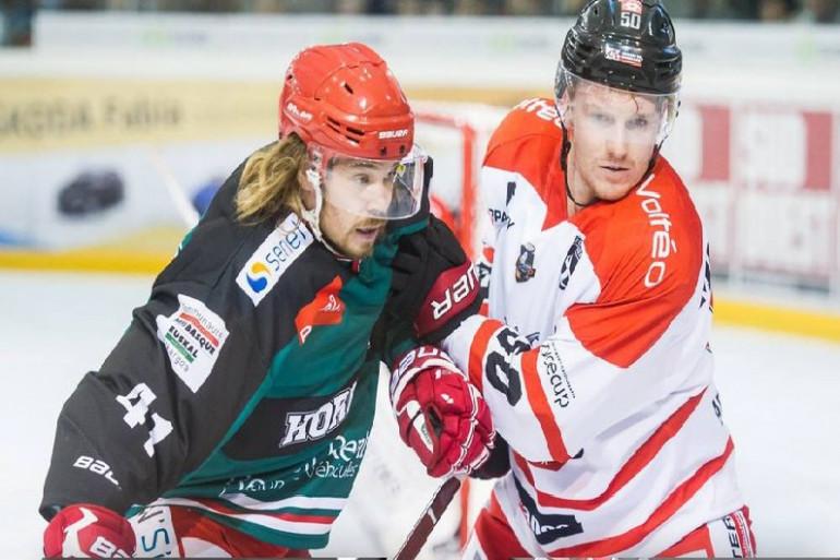 Confrontation entre deux joueurs (Hockey sur glace)