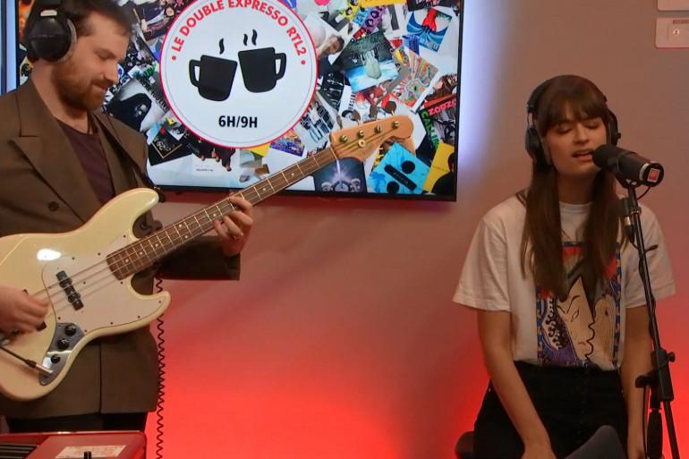 Clara Luciani en interview et en live dans Le Double Expresso RTL2