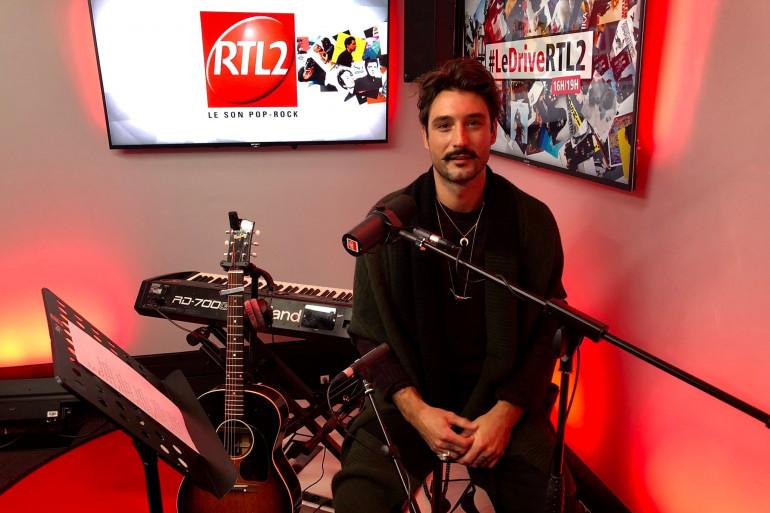 Jérémy Frérot dans le studios de RTL2