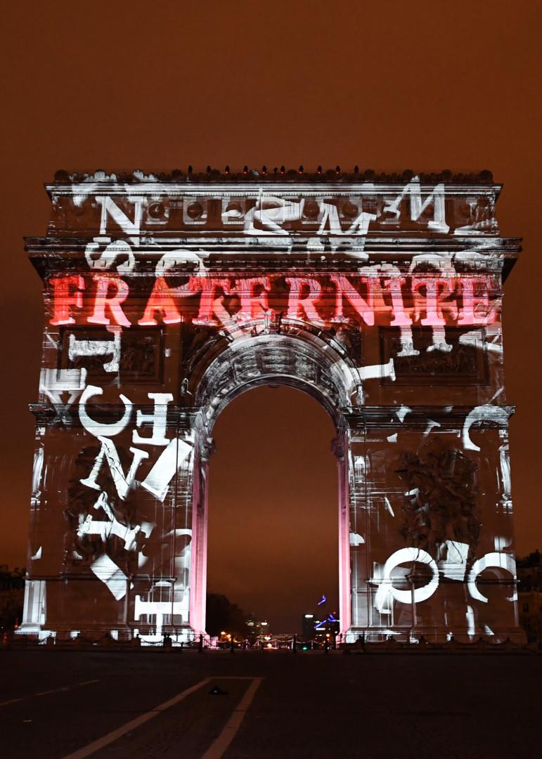 Le spectacle à l'Arc de Triomphe avait pour thème la Fraternité