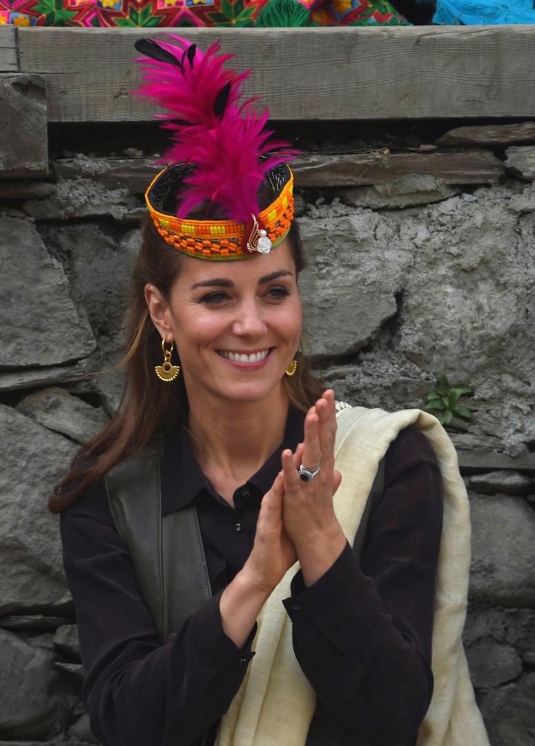 Catherine, duchesse de Cambridge, vêtue avec des accessoires de la tribu Kalash