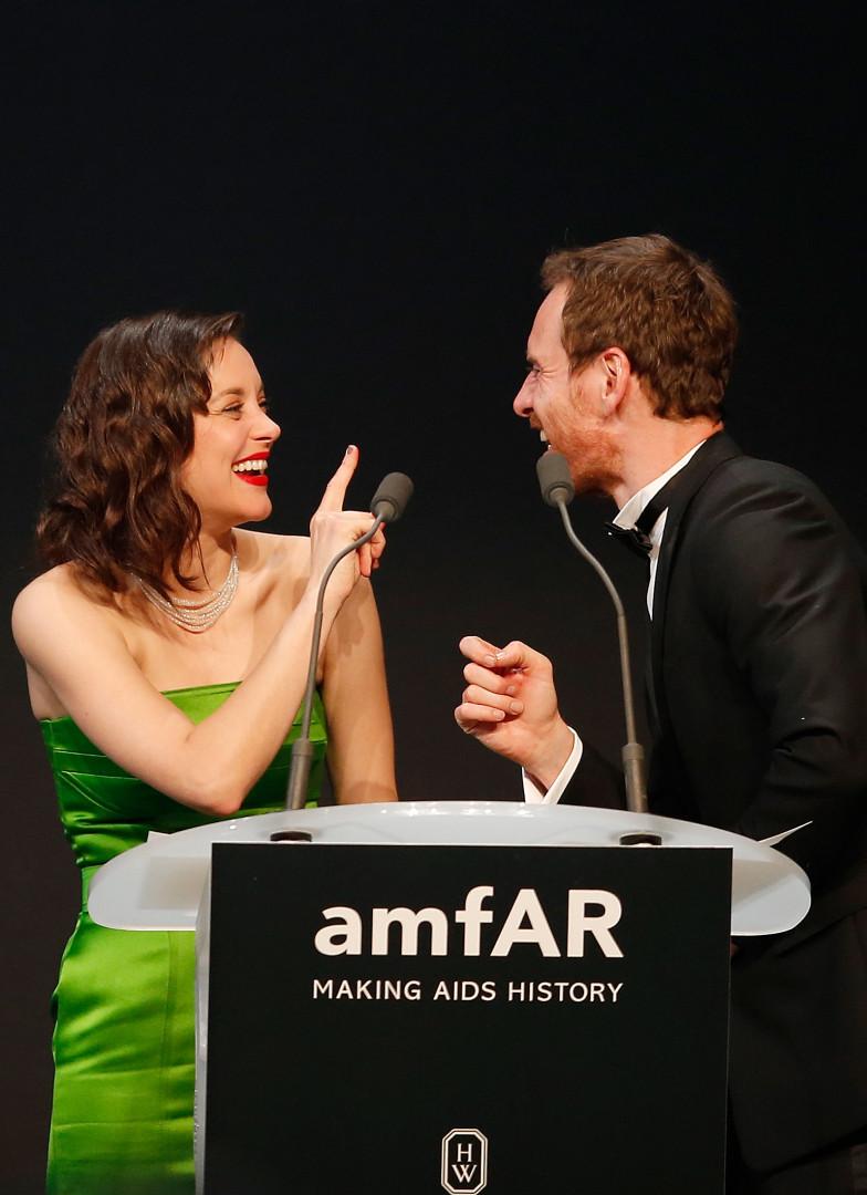 De nombreuses stars de Cannes étaient quant à elles présentes au gala de l'amfAR comme Marion Cotillard et Michael Fassbender
