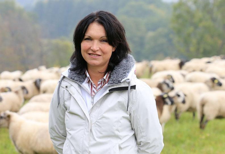 Julie, 40 ans, tient une pension pour chevaux et élève des moutons en région Alsace - Champagne-Ardenne - Lorraine