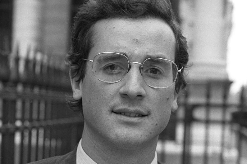 François Hollande, candidat socialiste en Corrèze en 1981, arborait une monture large aux bords fins