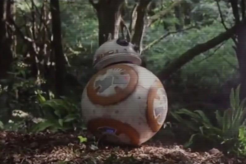 """Aussi étrange que cela puisse paraître, des comédiens sont à l'origine des """"bips"""" de BB-8"""