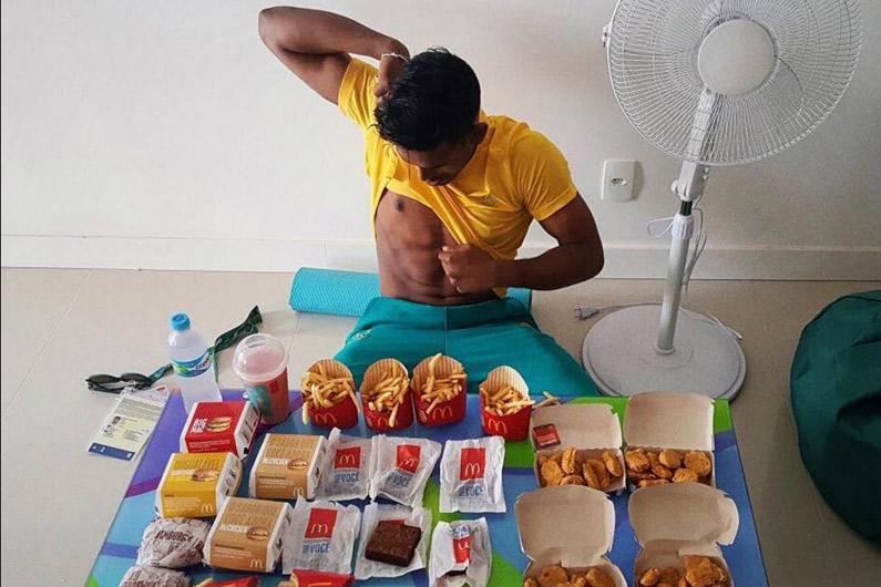 Ses JO terminés, un athlète australien se fait plaisir avec un McDo à 8.000 calories