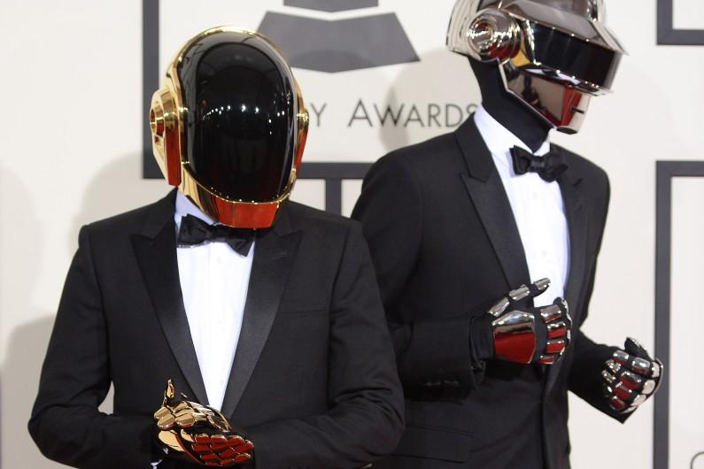 Si rien n'est officiel, nombreux sont les indices qui pourraient laisser penser que les Daft Punk ont prévu de sortir un album en 2017, et de repartir en tournée mondiale.