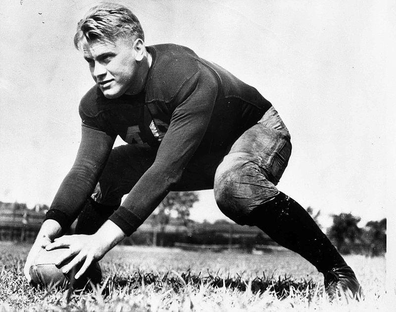 Gerald R. Ford, Jr. jouant au foot dans ses jeunes années