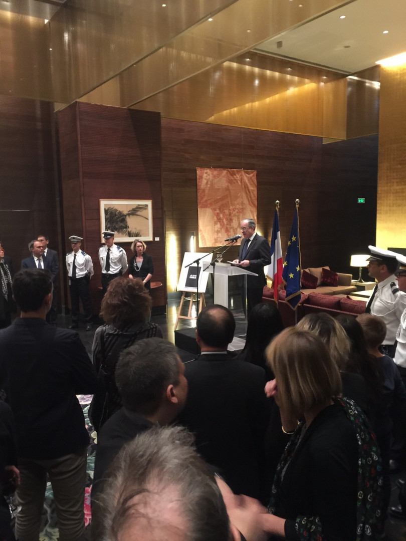 Hommage à l'ambassade de France à Pékin