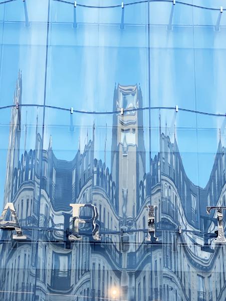 Le détail des reflets sur la façade
