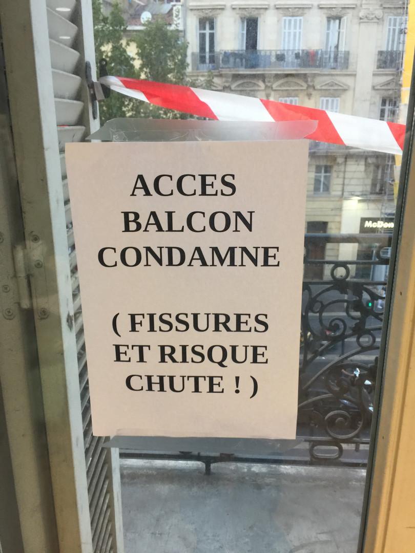 À Marseille, les policiers en danger s'ils vont sur le balcon du commissariat