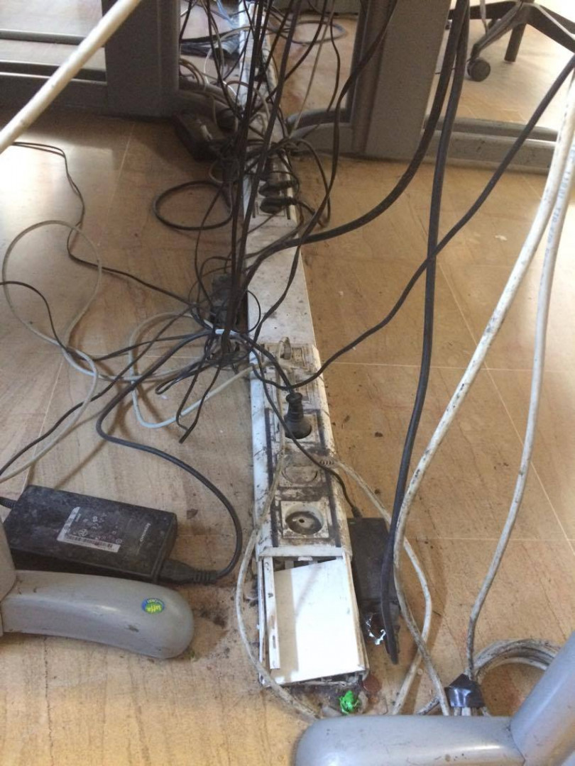 À Aix-en-Provence, l'état crasseux des prises électriques