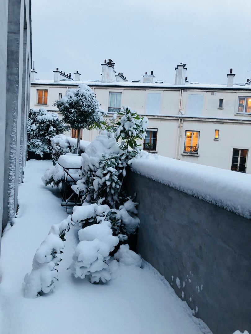 La neige a recouvert cette terrasse rue de Charonne à Paris, mercredi 7 février 2018