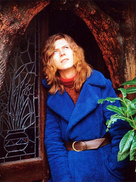 David Bowie cultive le look androgyne au début des années 1970