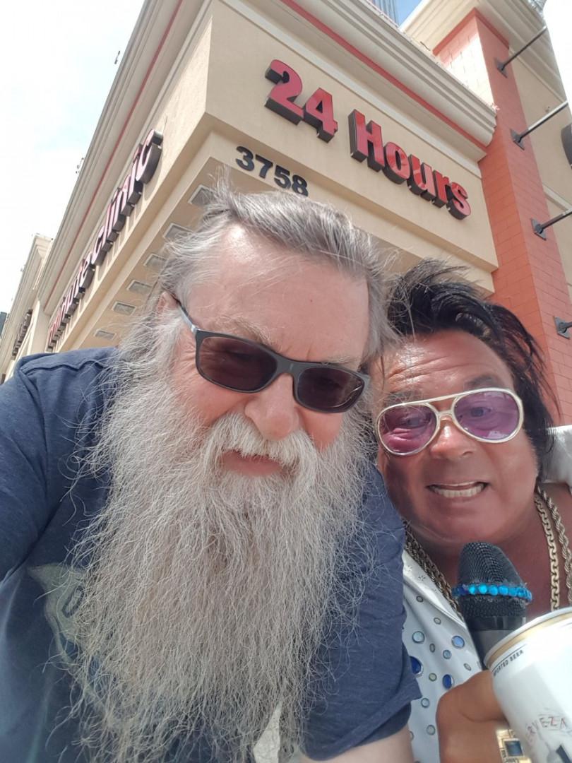 Hit Z Road a` Las Vegas Elvis n est pas mort mais un peu crame´  quand me^me