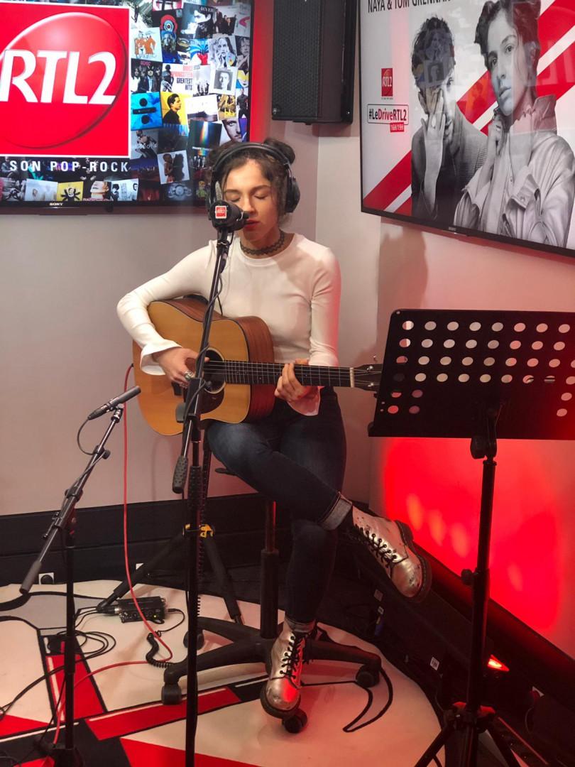 Naya dans les studios de RTL2