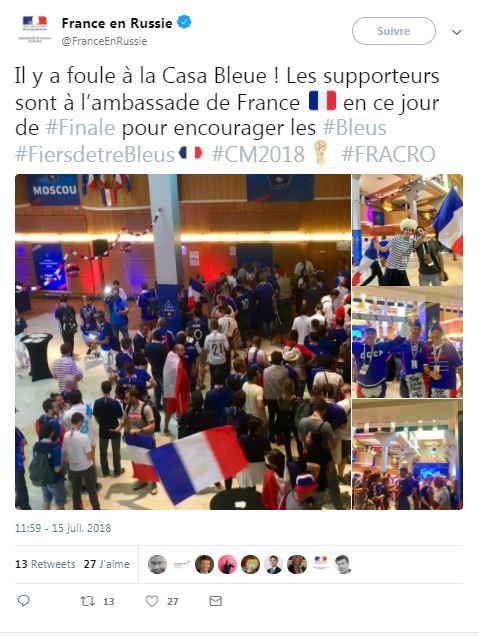 Des supporters français dans une ambassade de France en Russie le 15 juillet 2018