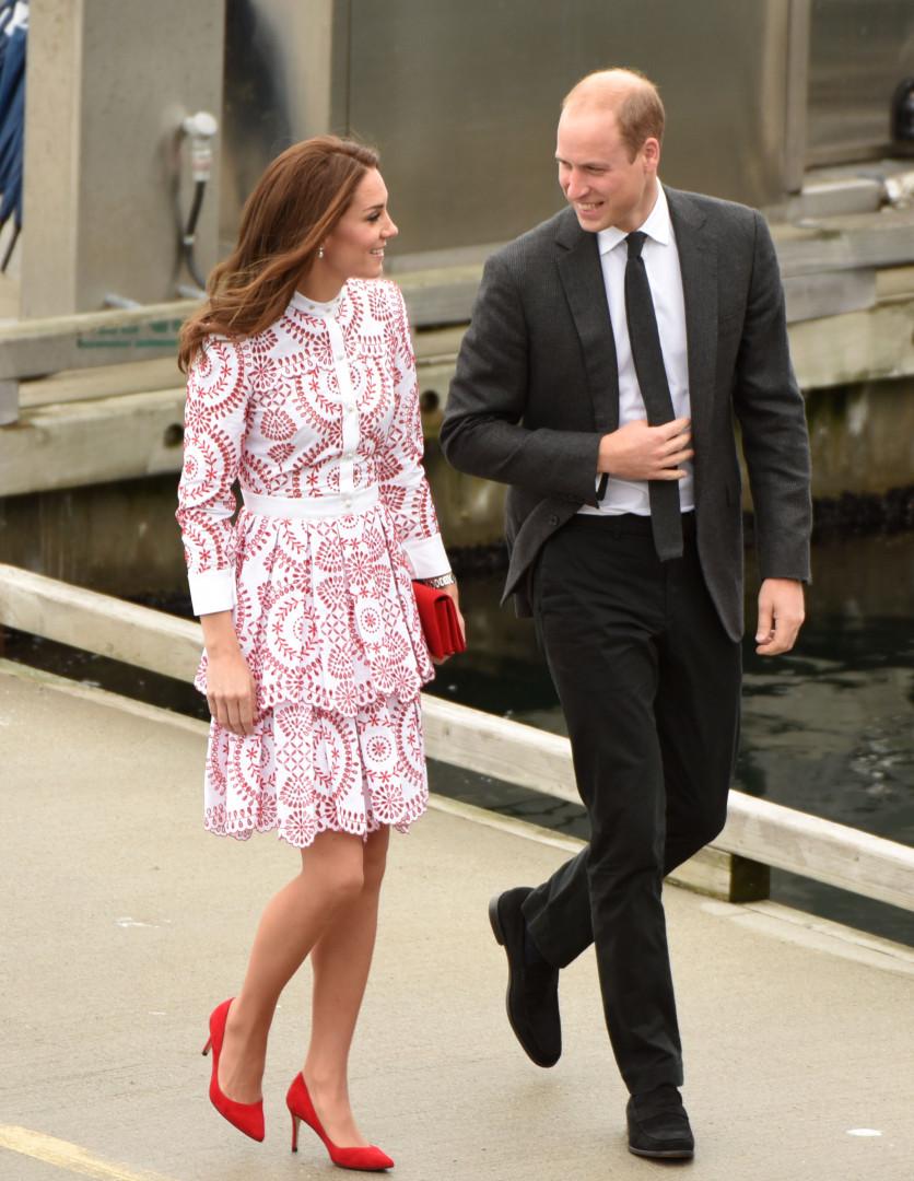 Le prince William aux côtés de sa femme après avoir visité un centre d'aide aux réfugiés