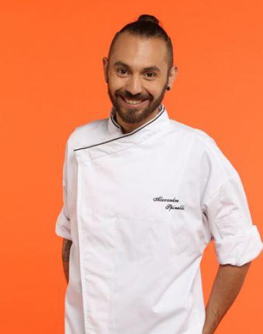 """Alexandre Spinelli, 25 ans, 1er chef de partie du restaurant gastronomique, 2 étoiles au Michelin, """"La chèvre d'or"""", Eze-sur-mer (06)"""