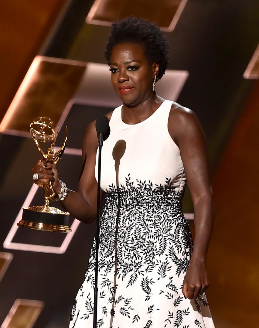 """Viola Davis est la première actrice noire à remporter l'Emmy de la meilleure actrice dans une série dramatique pour """"How to get away with murder"""""""