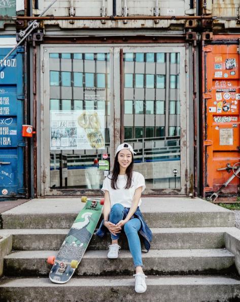 Ko Hyojoo parcourt le monde sur sa planche. À suivre : Instagram/hyo_joo