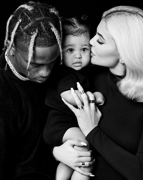 Travis Scott, sa fille Stormi et sa conjoint Kylie Jenner ont posté une adorable photo de famille