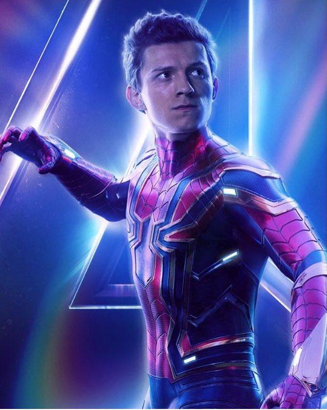 Le jeune Spider-Man avec sa nouvelle armure : la Spider Suit